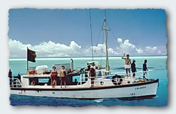 The PNG Fisheries Research Vessel Lolorua arrives with an Earthwatch Team.